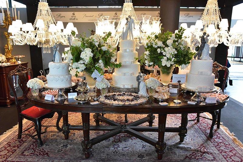 Mesa de doces no Casamoda Noivas.