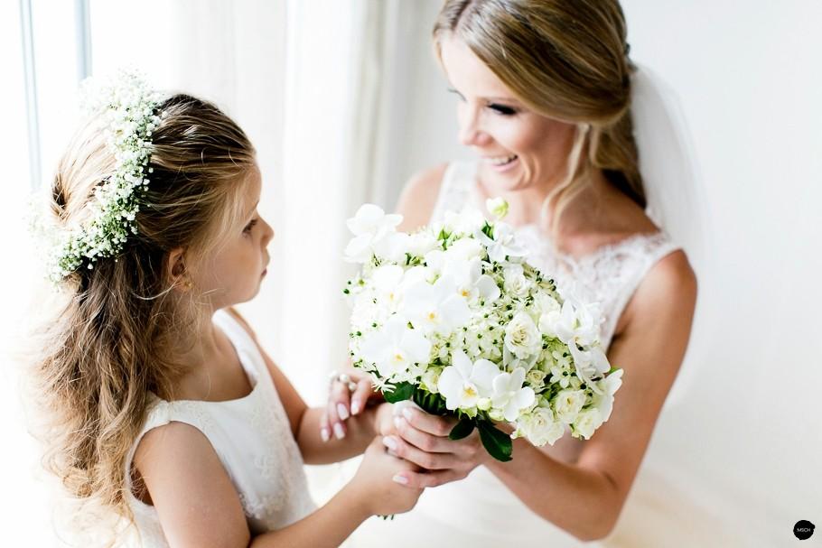 noiva com a filha que é madrinha