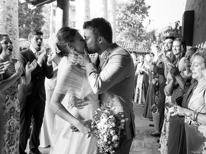 Casamento-real-Nina-e-Ina-beijo