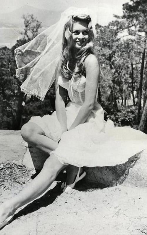 Vestido-do-cinema-Brigitte-Bardot---E-deus-criou-a-mulher
