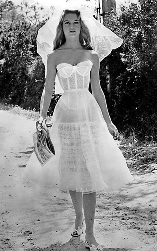 Vestido-do-cinema-Brigitte-Bardot---E-deus-criou-a-mulher2