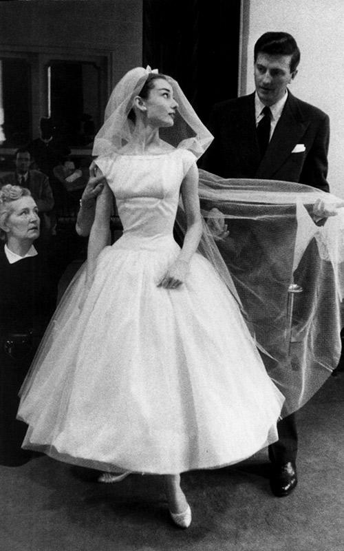 Vestidos-de-casamento-do-Cinema-Audrey-Hepburns---Cinderela-em-Paris
