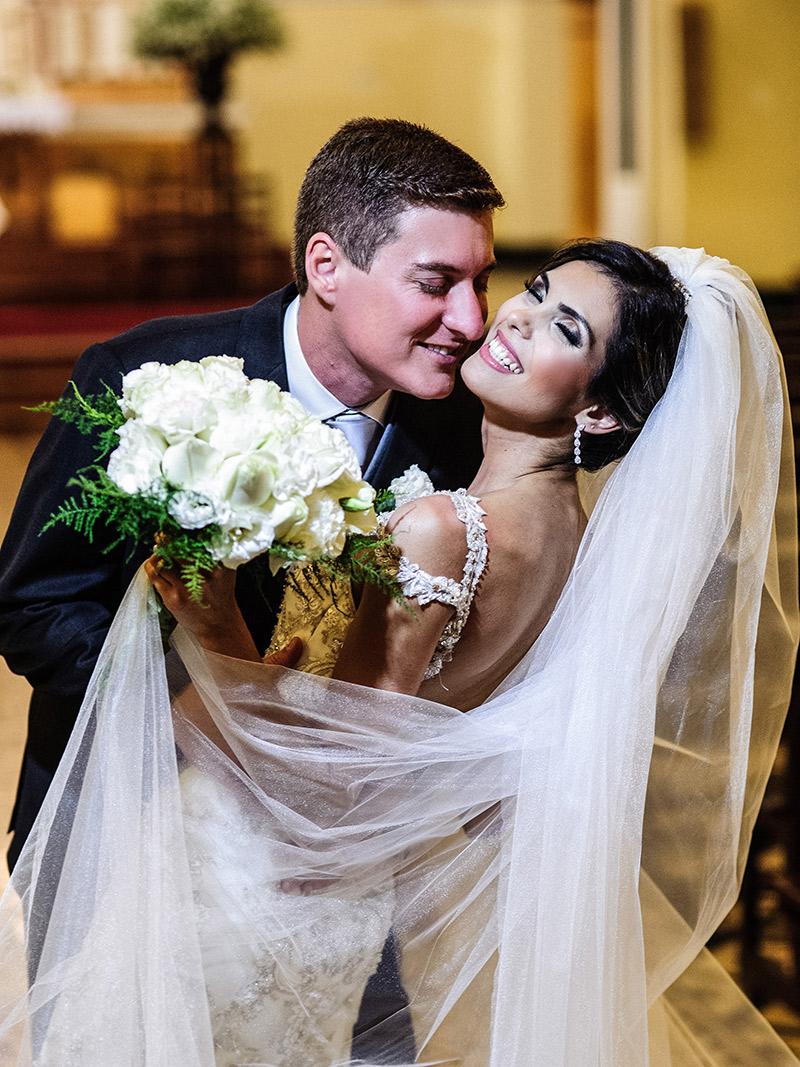 Casamento-real-Lorena-e-Matheus-beijo