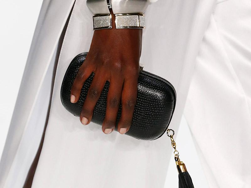 Bolsa Dourada Como Usar : Styling tips como usar bolsas e clutches no casamento
