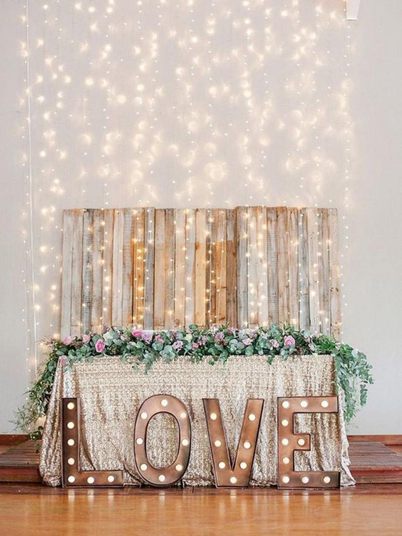 Letreiros-luminosos-na-decoração-casamento