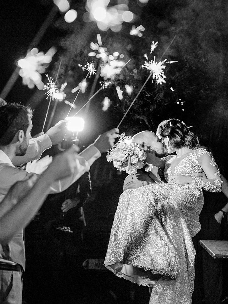 Casamento-real-Mariana-e-Gustavo-beijo