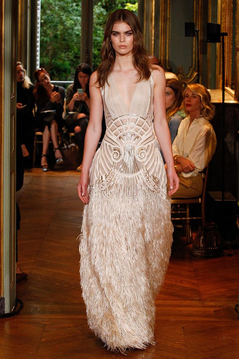 Vestido de noiva tendências 2016 Alberta Ferretti franjas e plumas