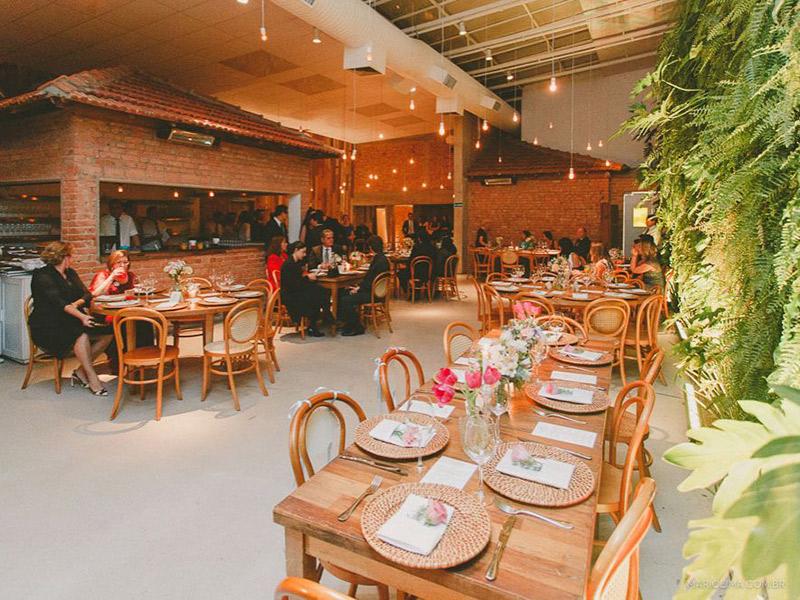 Espaços como fazer um mini wedding em um restaurante manioca