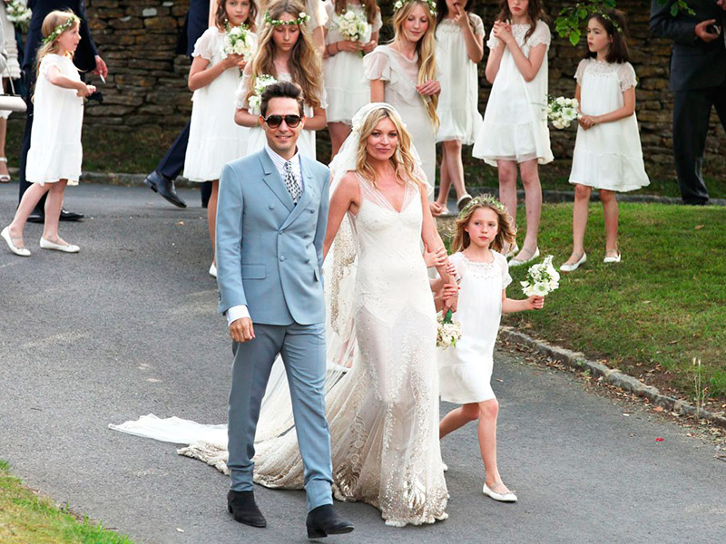 Vestido de noiva Como usar slip dress no casamento Kate Moss