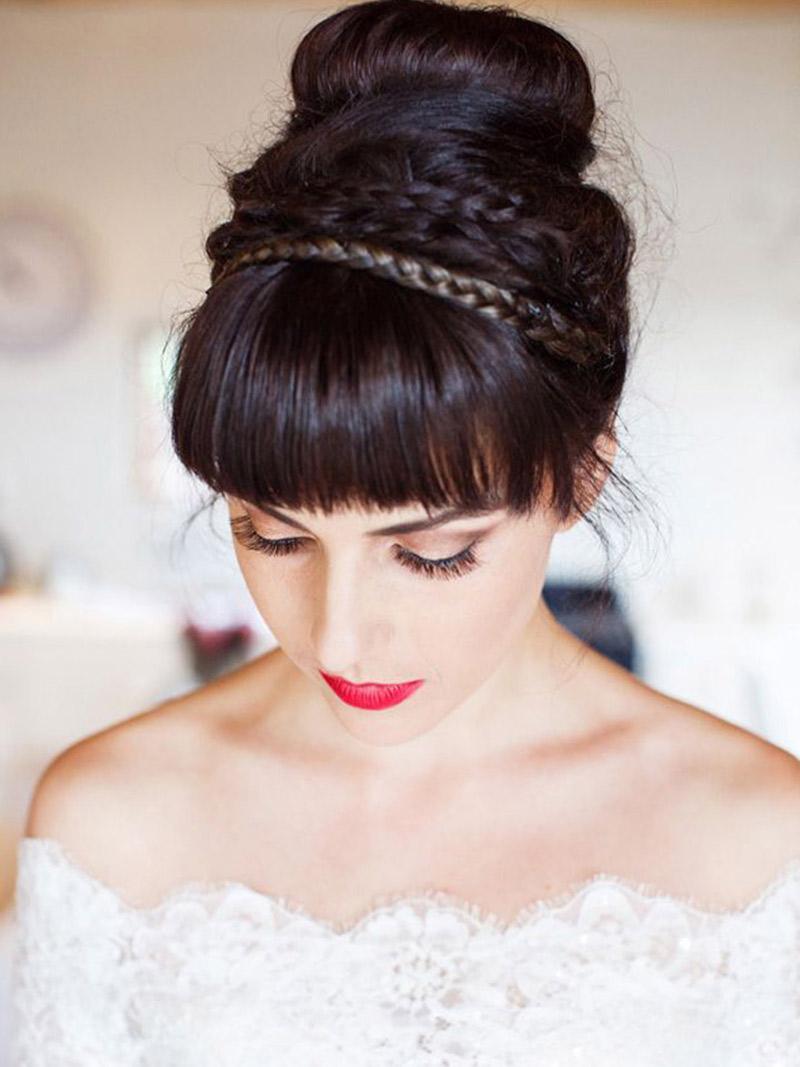 Como a noiva usa o batom vermelho no casamento