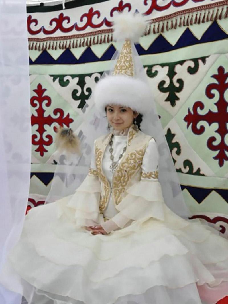 Vestido de noiva Trajes de casamento ao redor do mundo casaquistão