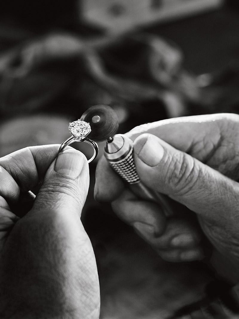 Anel de noivado Aprenda tudo sobre as gemas da Tiffany corte
