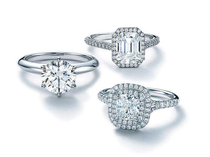 Anel de noivado Tiffany setting e soleste