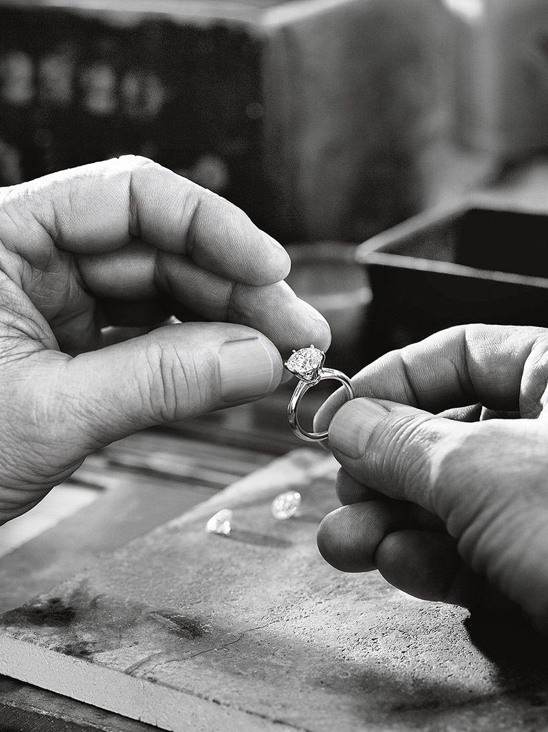 Anel de noivado Aprenda tudo sobre as gemas da Tiffany quilate