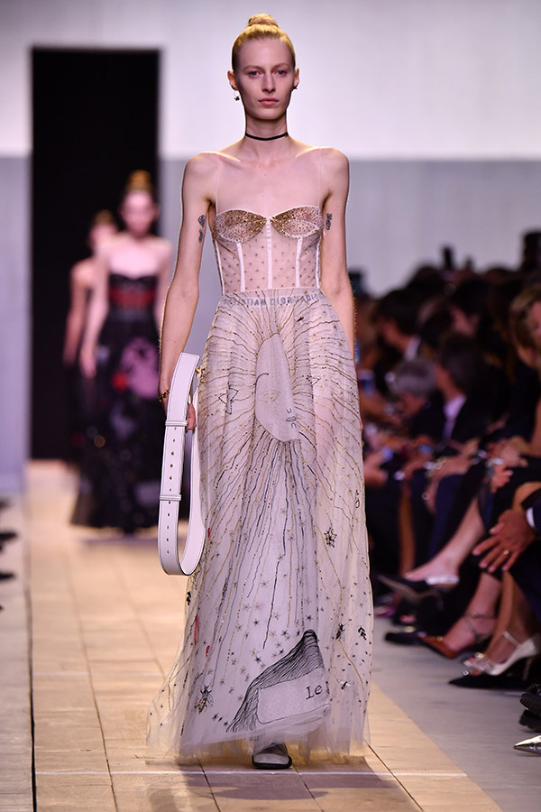 Fashion Weeks tendências 2017 noiva e madrinhas bordados e apliques
