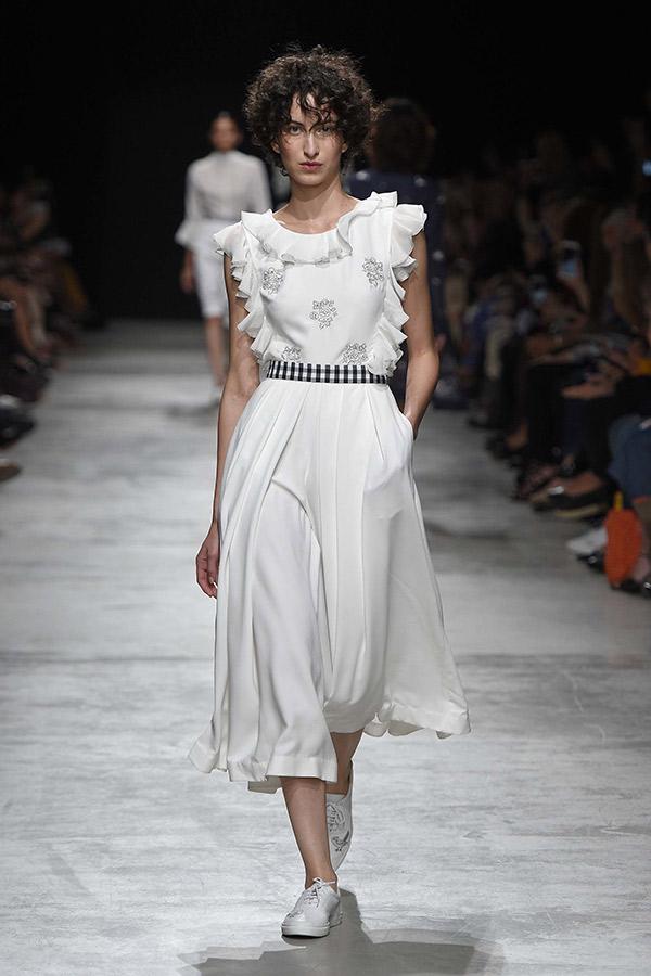 Fashion Weeks tendências 2017 noiva e madrinhas branco diferente