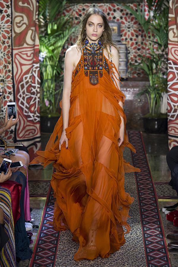 Fashion Weeks noiva tendências 2017 e madrinhas cores quentes