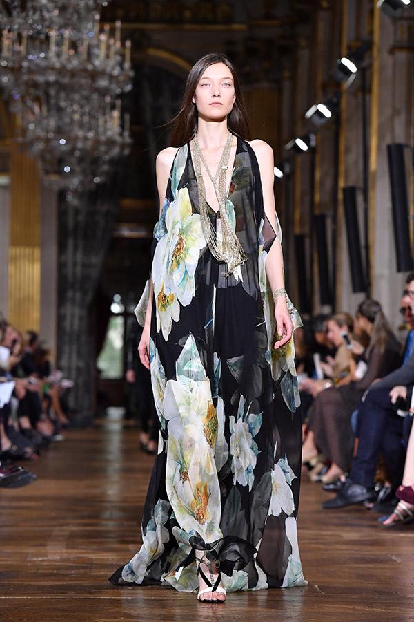 Fashion Weeks tendências 2017 noiva e madrinhas floral escuro