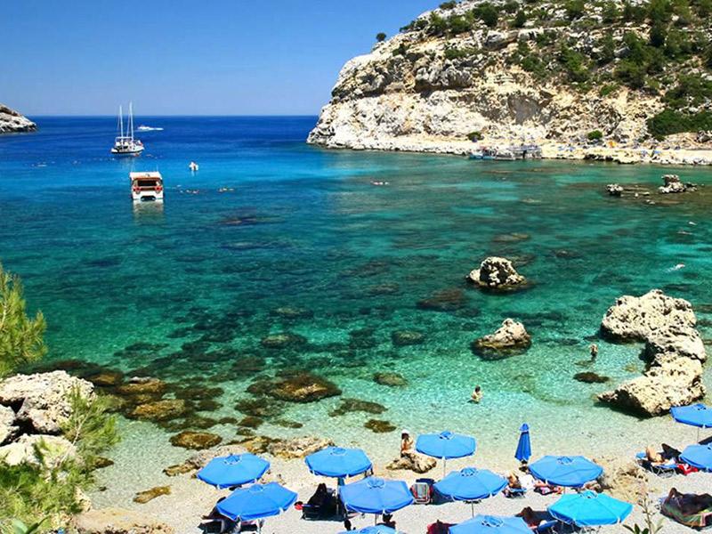 Destinos gastronômicos para casais Grécia praia