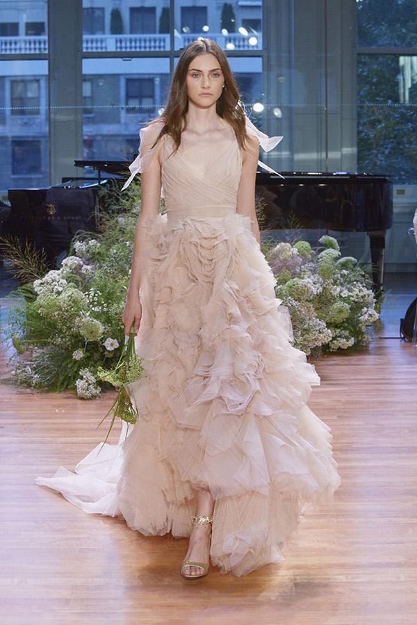 Vestido de noiva tendências do NY Bridal Week Outono 2017 babados