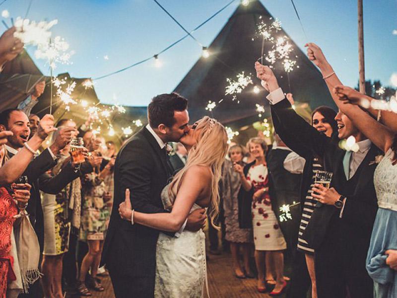 Fogos de artifício no casamento show indoor