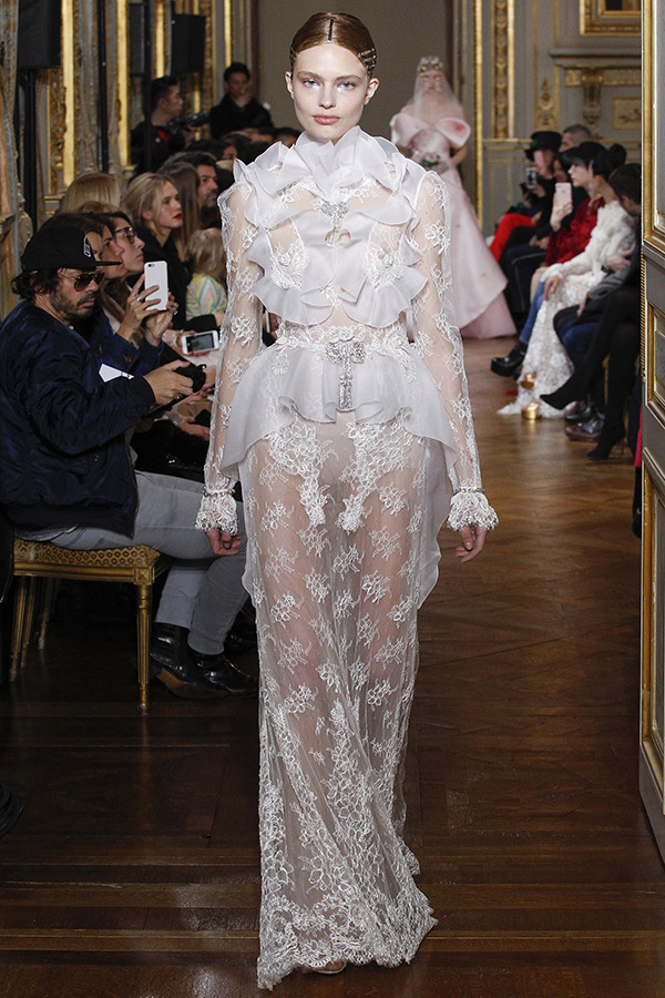 Moda Alta Costura francesa Primavera 2017 noivas exuberantes