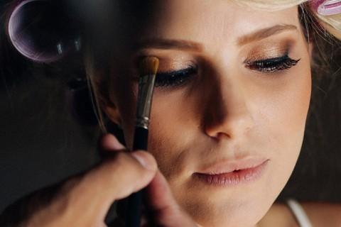 Por que a maquiagem para casamento é sempre cara?