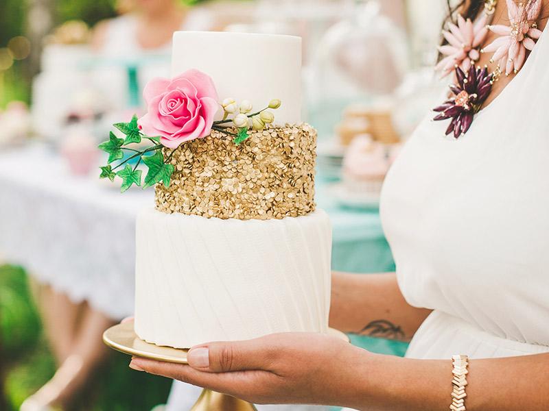 Destination wedding no exterior e casamento no Brasil bolo