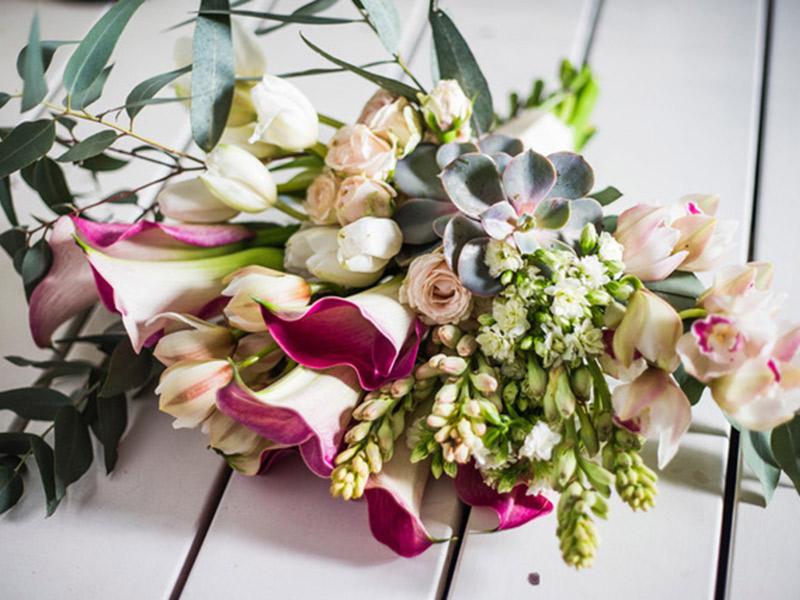 Signo das flores e ervas no buquê de noiva