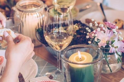Como escolher as taças e copos para festa de casamento