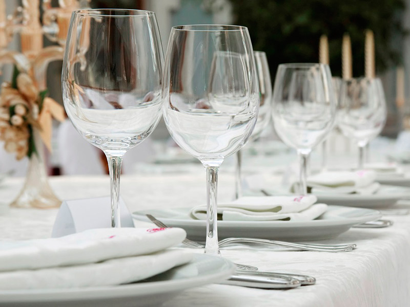 Taças e copos para festa de casamento água