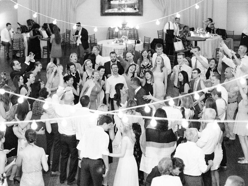 Coisas que os convidados não devem fazer no casamento convidar a mais
