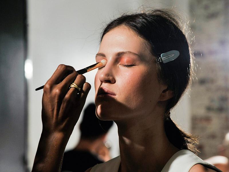 Dicas sobre o teste de maquiagem clara ou escura