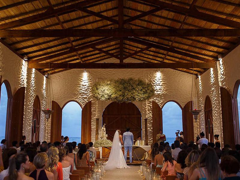 Casamento na praia em São Miguel dos Milagres capela