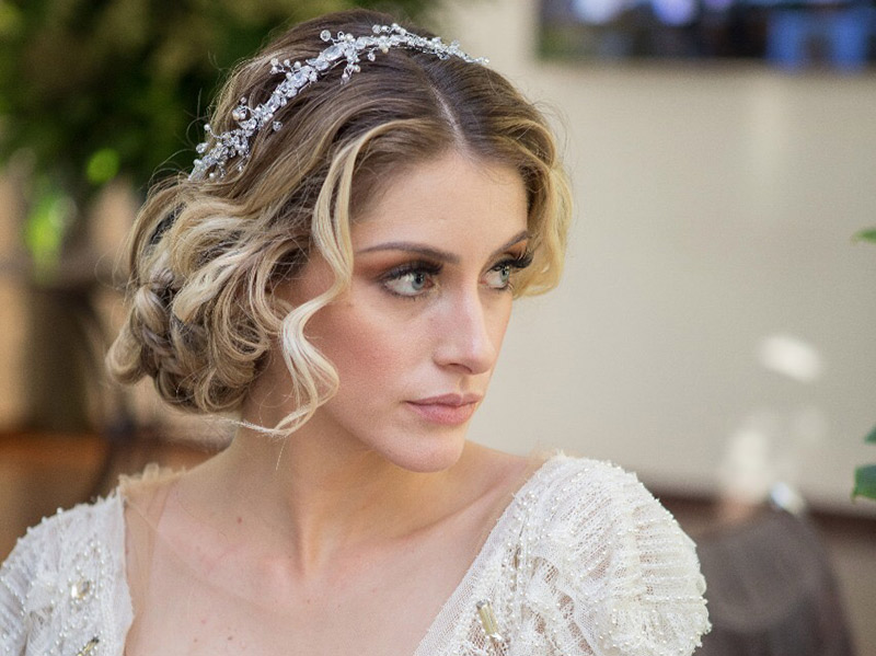 Acessório da noiva tiara de zircônia, pérolas e cristais Bella Golzer