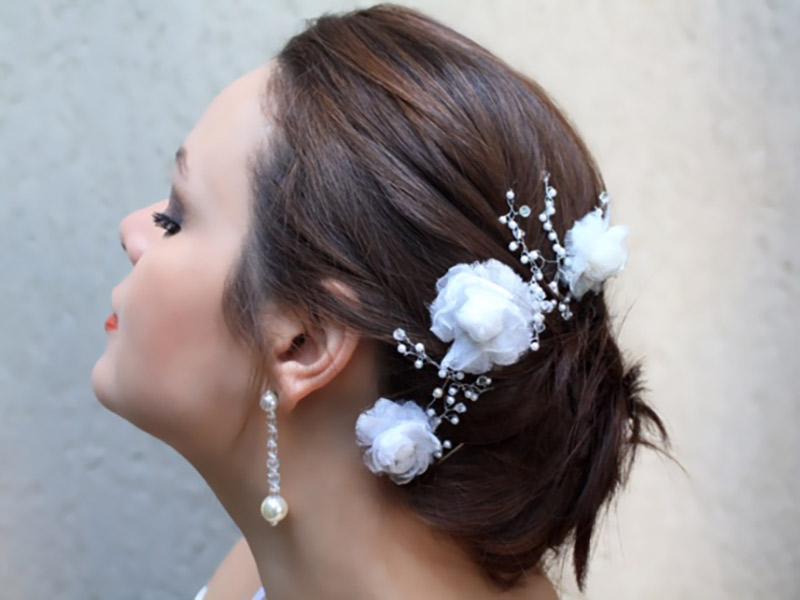 Acessórios da noiva Arranjo de flores com pérolas e cristais Bella Golzer