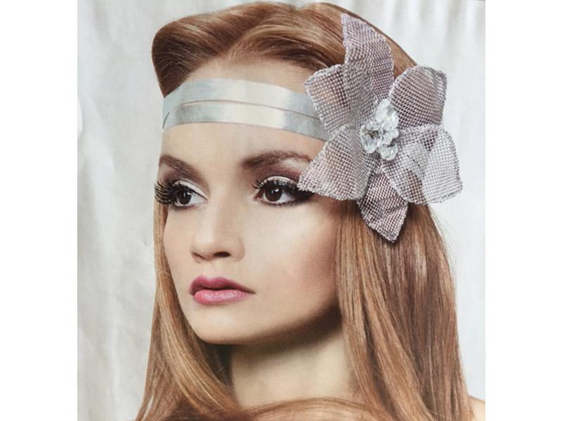 Acessórios da noiva Tiara de couro prateado com flores de alumínio Bella Golzer