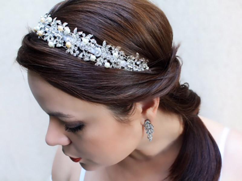 Acessórios da noiva tiara de strass e pérolas Bella Golzer