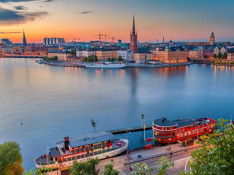 Canal em Estocolmo no entardecer