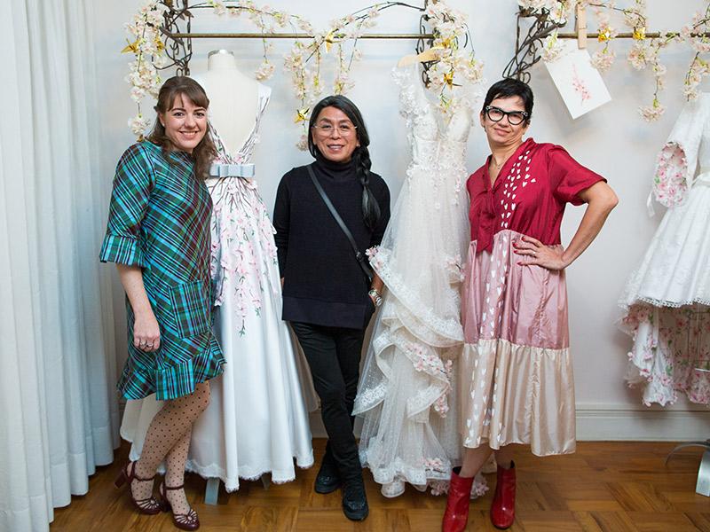 Estilistas da marca de vestido de noiva pó de arroz e maquiador Celso Kamura