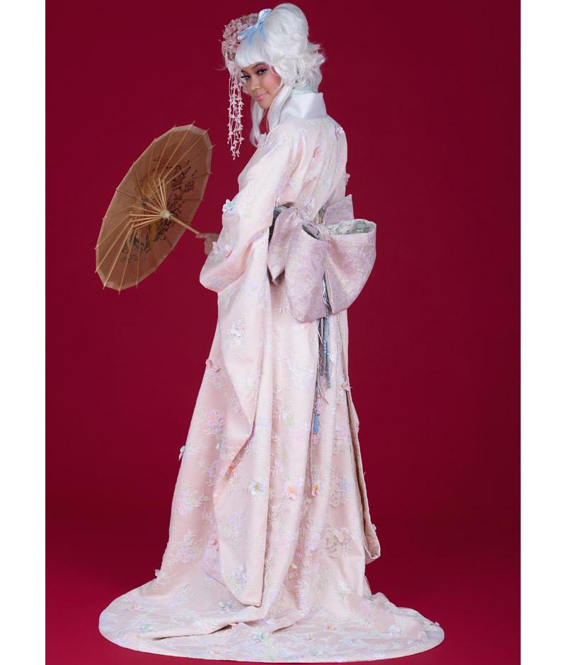 Noiva de costas com vestido em estilo gueixa da pó de arroz