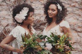 Noivas em ensaio com flores
