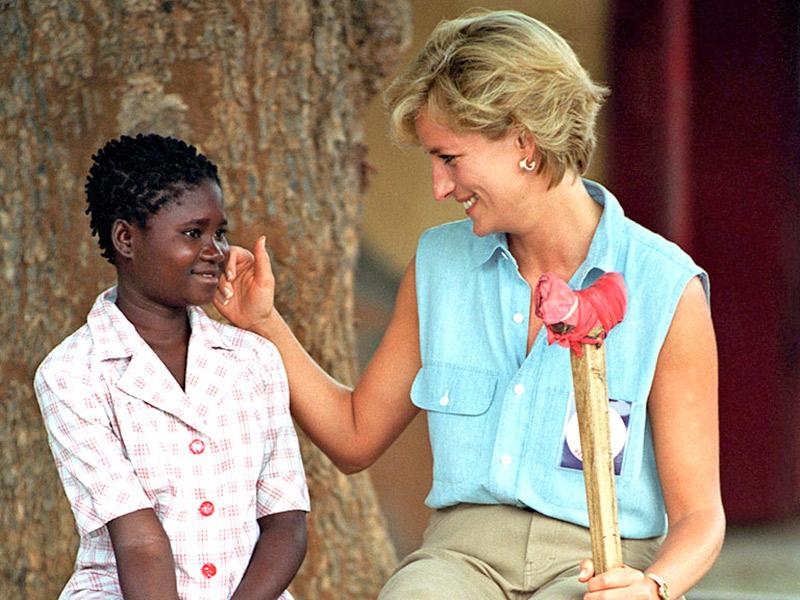Princesa Diana com uma menina africana