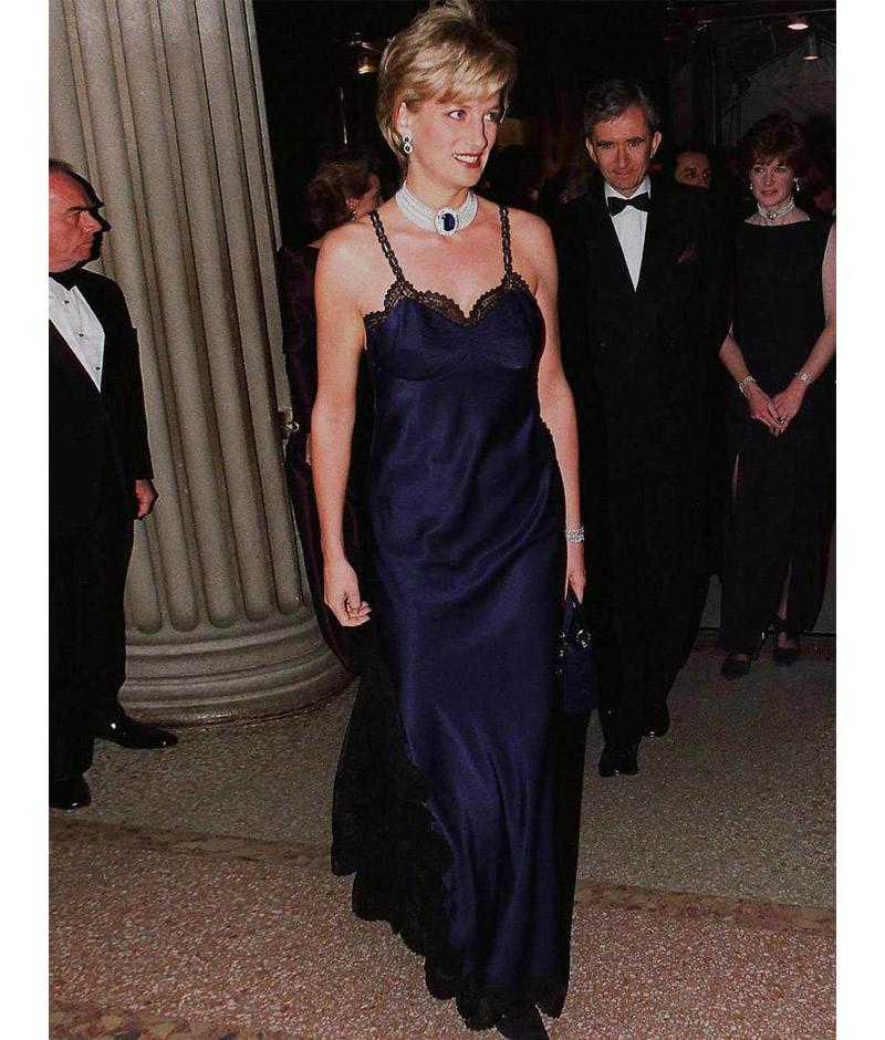 Princesa Diana com vestido da Dior por John Galliano