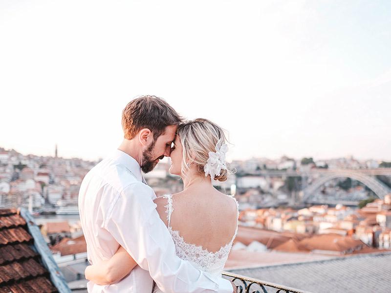Casamento em Portugal Natalie e João Paulo em uma varanda