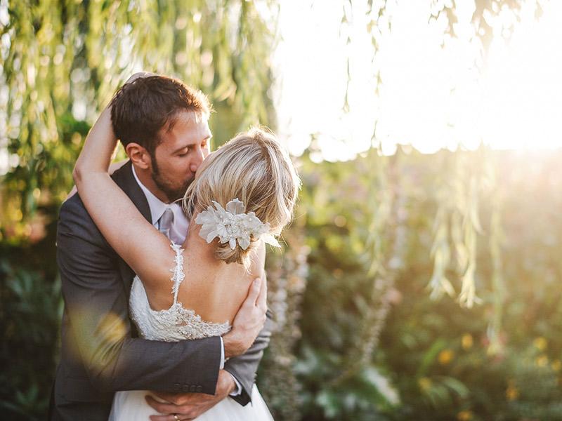 Casamento em Portugal Natalie e João Paulo se beijando
