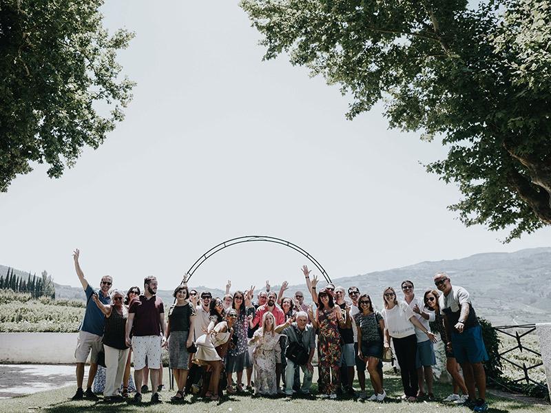 Casamento visita Natalie e João Paulo amigos e familiares em vinícola em Portugal