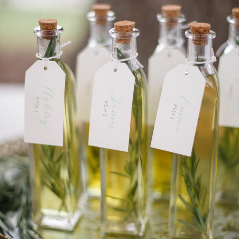 Lembrancinha de casamento para convidados azeite para o número da mesa