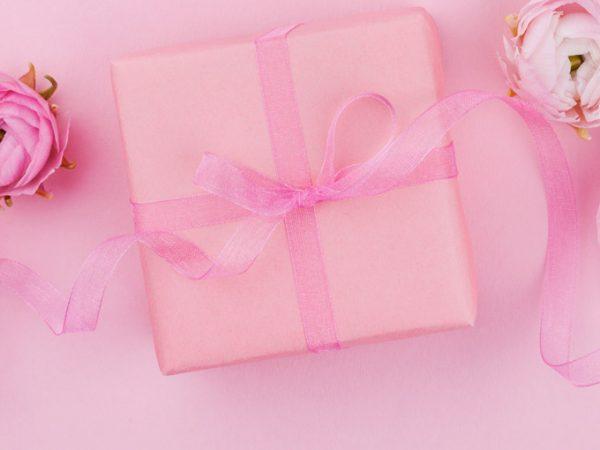 Lembrancinha de casamento para convidados na decoração das flores