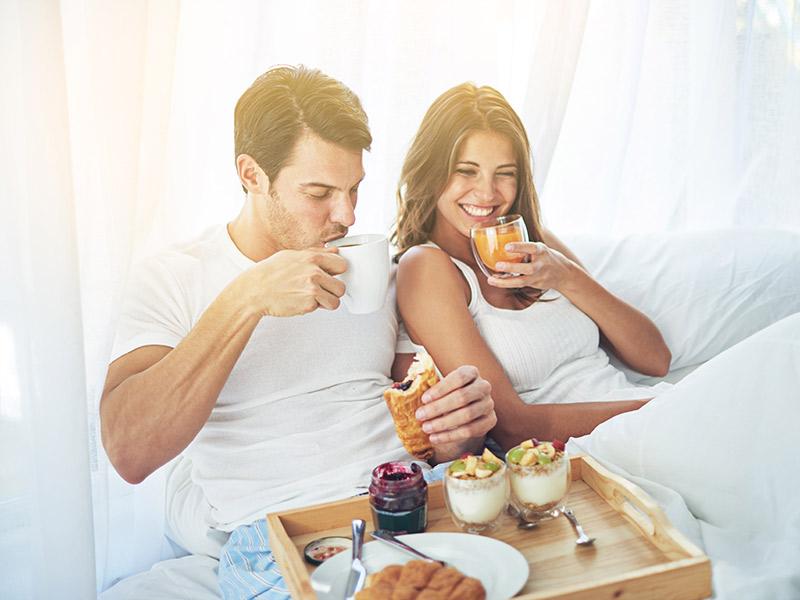 Noite de núpcias casal tomando café da manhã em hotel Porto Alegre